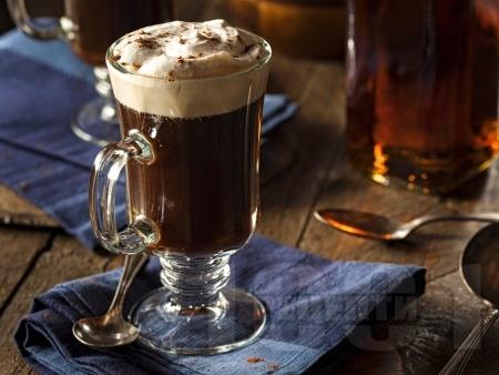 Класически ирландско кафе с уиски - снимка на рецептата